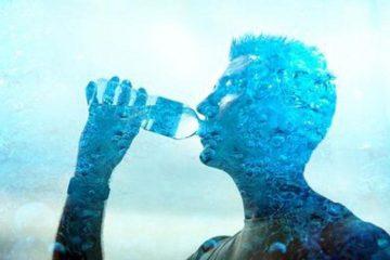 Uống nước ấm vào buổi sáng có tác dụng gì